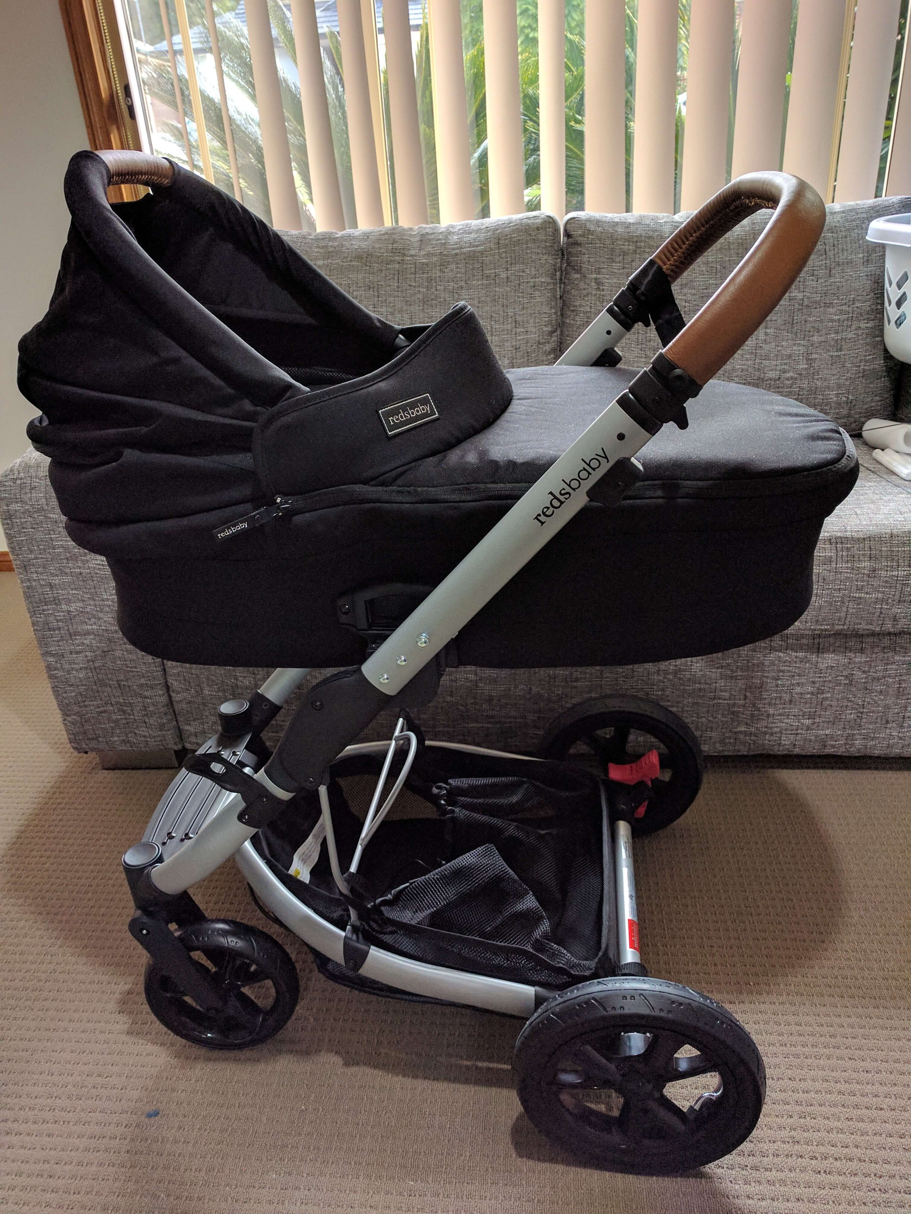 Redsbaby Jive review - side view of the pram with bassinet