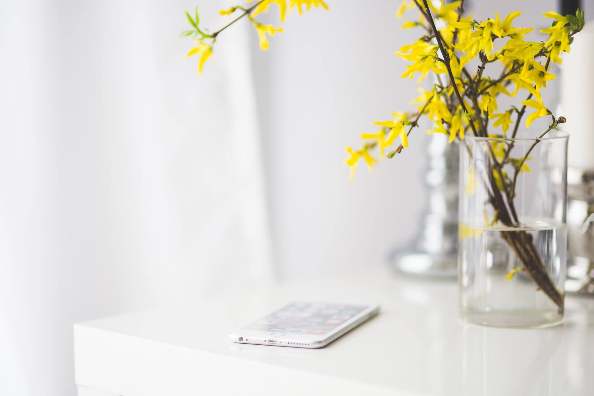 iphone with flowers
